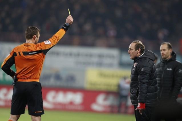"""Kortrijk-trainer Yves Vanderhaeghe krijgt na bekerduel nog rode kaart: """"Ik was nochtans beleefd"""""""