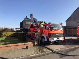 Zonnepanelen op dak vliegen in brand: woning gered