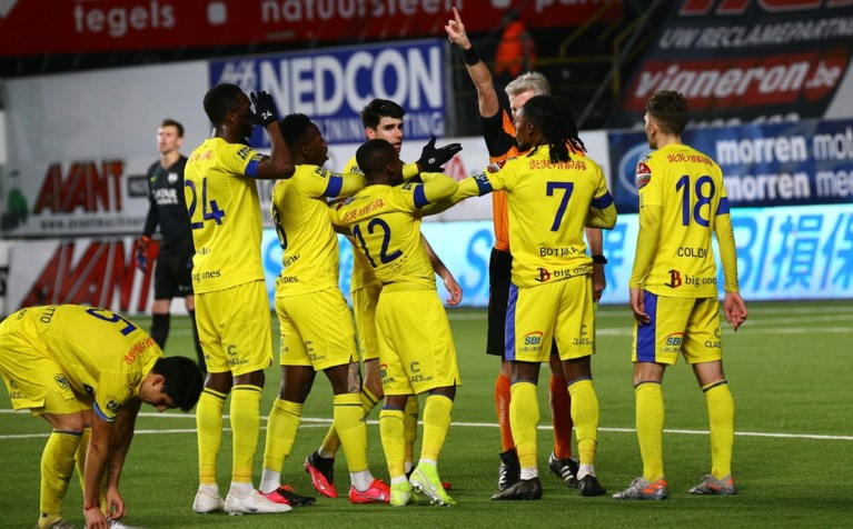 Spektakel op Stayen: Sint-Truiden klopt Eupen, hattrickheld Asamoah krijgt rode kaart na vieren doelpunt