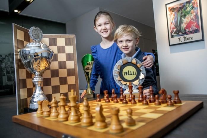 Arne (7) kroont zich tot nieuwe Vlaams kampioen schaken en daarvoor had hij niet eens een schaakbord nodig