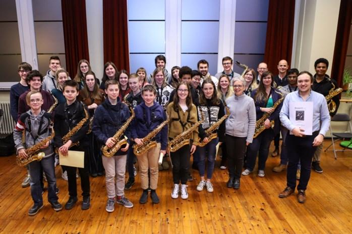 Leerlingen krijgen masterclass van gereputeerd saxofoonspeler