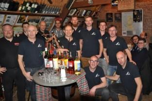 Jan opent eigen Schotse whiskybar... op de graanzolder bij hem thuis