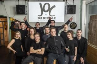 Nieuw bestuur zet feestjaar jeugdhuis in