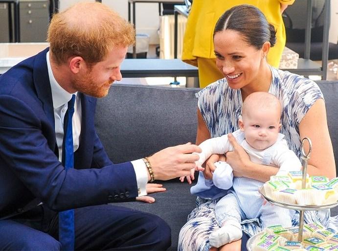 ROYALS. Queen vraagt Meghan en Harry om terug te keren naar Engeland en koninklijke geruchten in Zweden