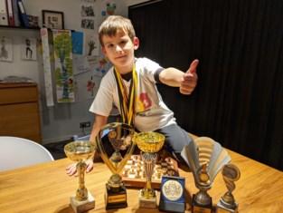 Het begon op z'n vijfde met een verjaardagscadeau, amper twee jaar later is Pacôme een nieuw schaakwonder. En zijn honger is nog niet gestild
