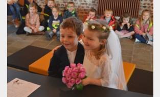 FOTO. Daphne en Kobe (beiden 5) beloven elkaar eeuwige trouw