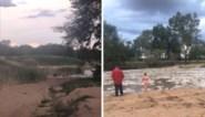 Familie is dolblij wanneer rivier na jaren droogte eindelijk weer begint te stromen