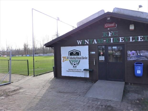 Duo met stroomstootwapen overvalt uitbaatster kantine KFC Wintam-Eikevliet
