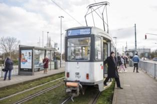 """Reizigers betreuren mogelijke schrapping van populaire tramlijn: """"Tram 7 is mijn schatje"""""""
