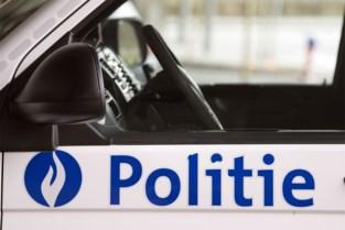 Zoon gaat thuis door het lint, politie massaal ter plaatse