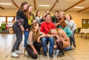 "Thibaut (21) hoofdrolspeler in musical 'Allemaal flandrien': ""Ontzettend leuk om dit te spelen"""