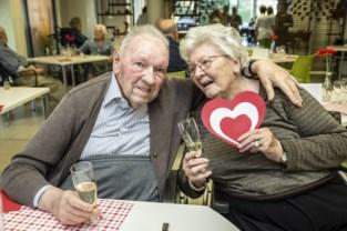 """Albert en Yvonne vonden de liefde in het rusthuis: """"Nooit gedacht dat ik op die leeftijd nog zo verliefd kon zijn"""""""