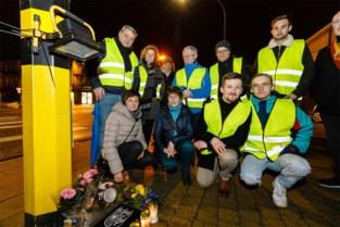 """Grote wandeltocht eert studenten die op Valentijn in verkeersongeval het leven lieten: """"Dat ze na drie jaar nog niet vergeten zijn, is echt een grote troost en steun voor ons"""""""