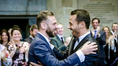 """Christophe en Nick trouwen als eerste holebikoppel in 'Blind getrouwd': """"Ik had maar schrik van één ding: dat we elkaar al zouden kennen. Onze gemeenschap is niet zo groot"""""""