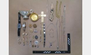 Politie spoort eigenaars gestolen juwelen op