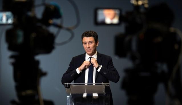 Kandidaat-burgemeester Parijs doet stap terug door seksfilmpje, maar heel Frankrijk woest op relkunstenaar die video verspreidde