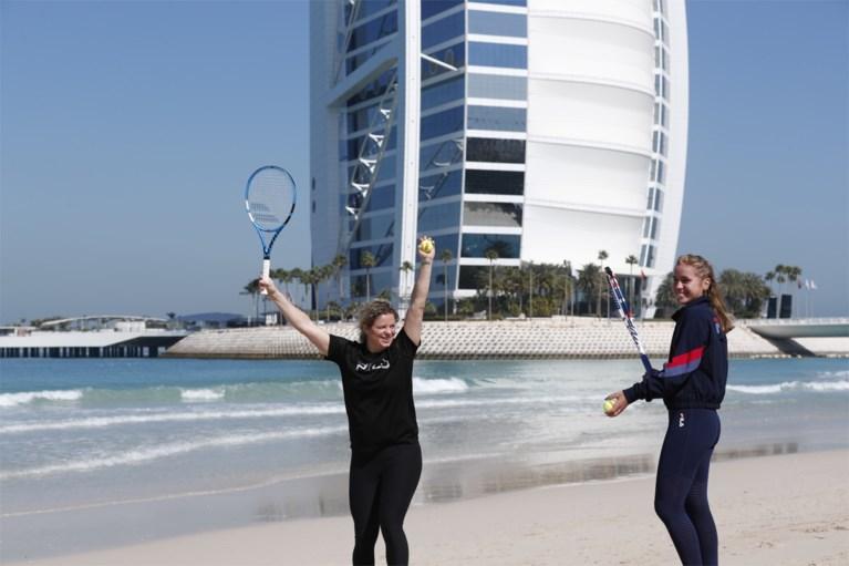 Vijftien jaar nadat winnares Australian Open als klein meisje rondleiding kreeg van Clijsters, wandelen ze samen in Dubai