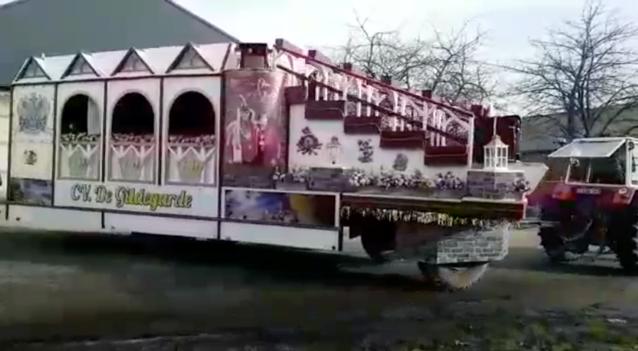 Carnavalstoeten vertrekken aan drie scholen