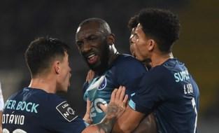 Porto-spits stapt veld af door racisme en onbegrip van ref, zelfs ploegmaats kunnen hem niet bedaren