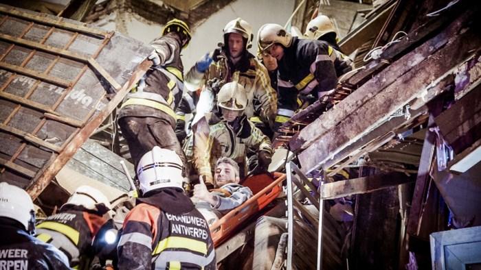 Ongeziene inkijk in reddingsactie na explosie op Paardenmarkt: camera's op brandweerhelmen filmden alles
