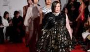 Lena Dunham maakt haar debuut op de catwalk tijdens Londense modeweek
