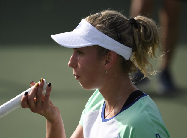 Elise Mertens tuimelt uit de top-twintig, maar wint wel makkelijk haar eerste match in Dubai
