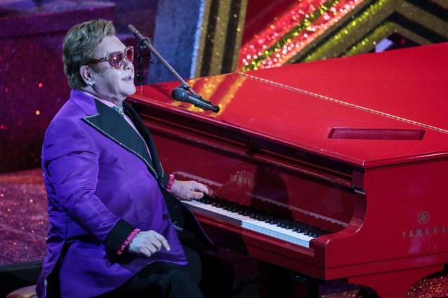 """Elton John stapt in tranen van het podium: """"Ik kan niet zingen, het spijt me"""""""