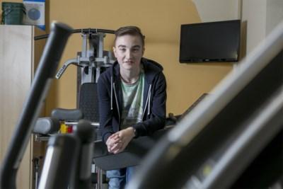 """Kenneth (21) verloor zijn mama op jonge leeftijd, overwon twee keer kanker, maar is nu toch overleden: """"Hij bleef vechten voor een normaal bestaan"""""""
