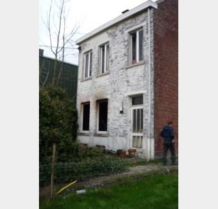 """André (69) is huis én inboedel kwijt door smeulende as van pelletkachel: """"Gelukkig ging het brandalarm af"""""""
