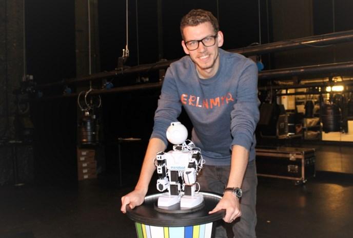 """Robot speelt improvisatietheater: """"Soms geeft hij heel bizarre antwoorden, hilarisch"""""""