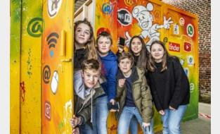 """Politie maakt jongeren bewust van gevaren op internet... met Escape Room: """"Steeds meer mensen bestolen via eigen netwerk"""""""