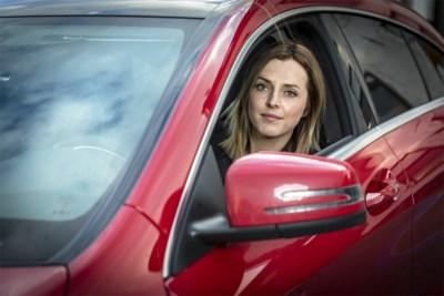 """1 op 10 Belgen lijdt aan 'angst voor autorijden', Femke getuigt: """"Een rem op mijn leven"""""""