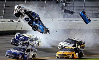 Horrorcrash in Daytona 500: Ryan Newman was op weg naar prestigieuze zege tot hij meters in de lucht werd gekatapulteerd