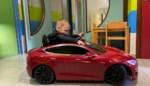 """Ziekenhuispatiëntjes crossen vanaf nu met Tesla naar behandeling: """"Het perfecte afleidingsmanoeuvre"""""""