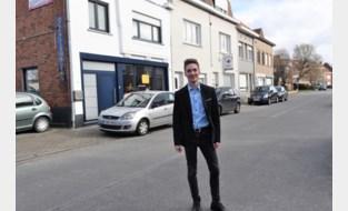 """Jean-Philippe (19) gaat van deur tot deur met petitie tegen parkeerautomaten: """"Want iemand die in Limburg woont moet online zijn tegenstem niet laten horen"""""""