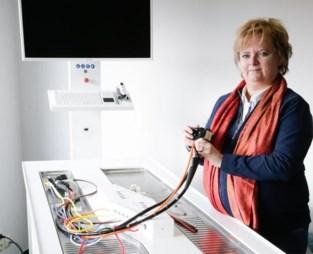 """Ex-verpleegkundige ontwikkelt machine om ziekenhuismateriaal écht steriel te maken: """"Er zijn al genoeg mensen gestorven door gebrekkige hygiëne"""""""