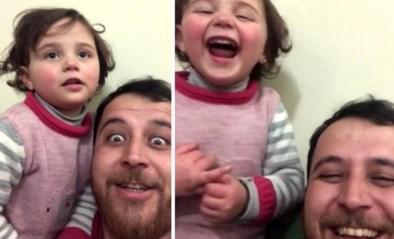 'La vita è bella' in Syrië: vader en dochtertje lachen zich een breuk iedere keer een bom valt