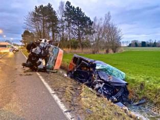 Twee gewonden bij zware frontale botsing met geïntoxiceerde bestuurder