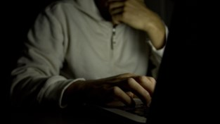 Jonge kindjes weggehaald bij hervallen pedofiele vader die 37 maanden cel riskeert