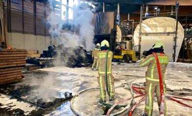 Zware brand bij houtbedrijf LDC Wood, brandweer moet meer dan zeven uur blussen