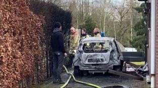 Auto brandt volledig uit in Herk-de-Stad
