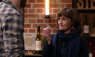 Tijd voor romantiek in 'Thuis': Paulien tovert plots een verlovingsring tevoorschijn