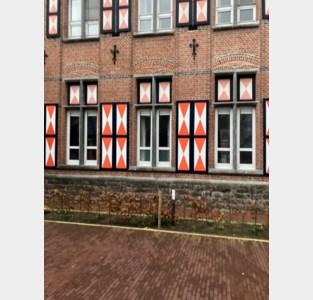 Typische vensterluikjes voormalig woonzorgcentrum dreigen te verdwijnen