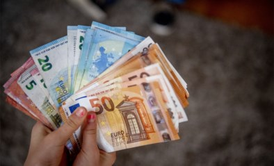 Twee vrouwen vinden enveloppe met 19.000 euro in brocantezaak