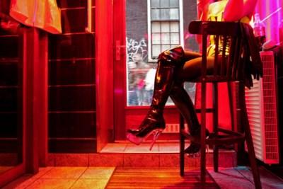 Amsterdam wil af van iconische Wallen en hordes respectloze 'kijktoeristen': plannen voor nieuw groot 'erotisch centrum' of prostitutiehotel