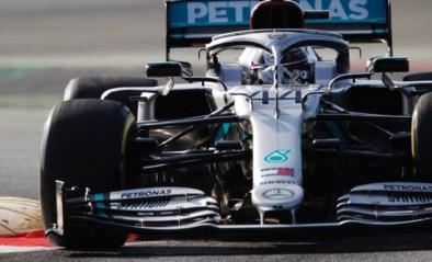 Eerste F1-testdag in Barcelona: Mercedes bovenaan, 'roze' F1-bolide verrast