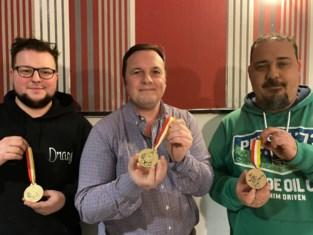 Drasj toont solidariteit en veilt unieke medailles voor SOS Schulden op school