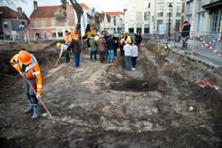 Funderingen middeleeuwse Katelijnepoort ontdekt in Brugge