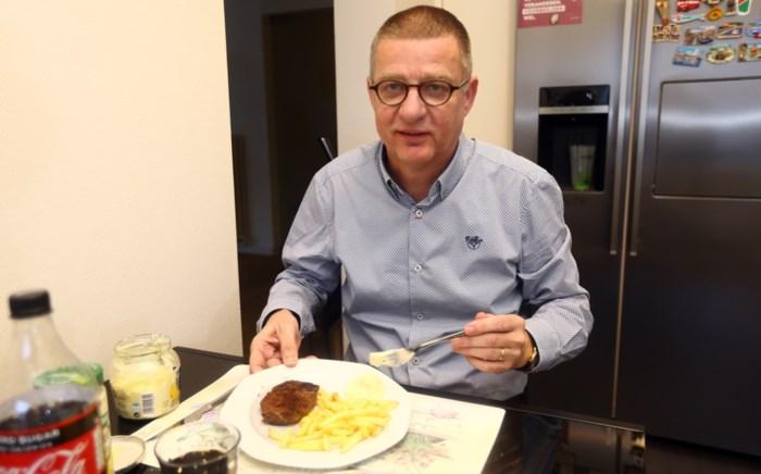 """Rudy gaat al 32 jaar naar de frituur, maar Hub doet er een schepje bovenop: """"Van ander eten moet ik overgeven"""""""