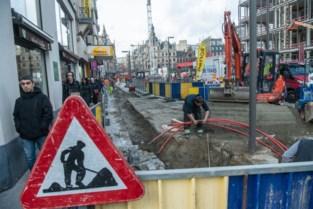 Net vernieuwd voetpad De Keyserlei ligt opnieuw open: 70 meter kabel spoorloos verdwenen